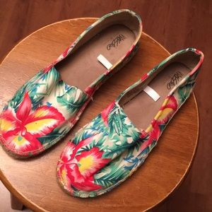 BEAUTIFUL FLOWERED PRINT ESPADRILLE